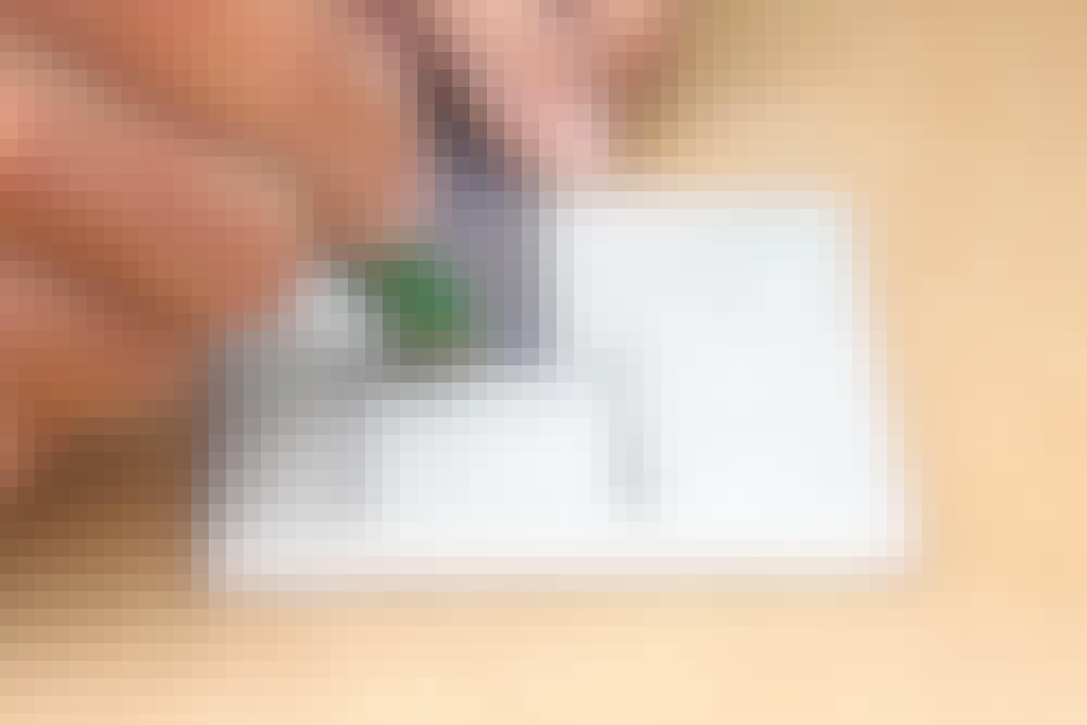 Fliser rundt om rør: Hul til rør midt i flise