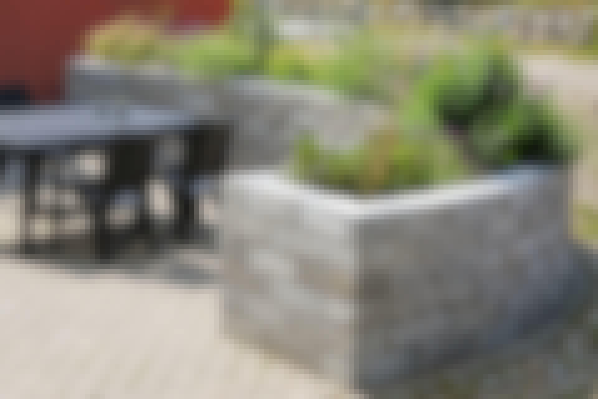 Buet høybed av betongstein