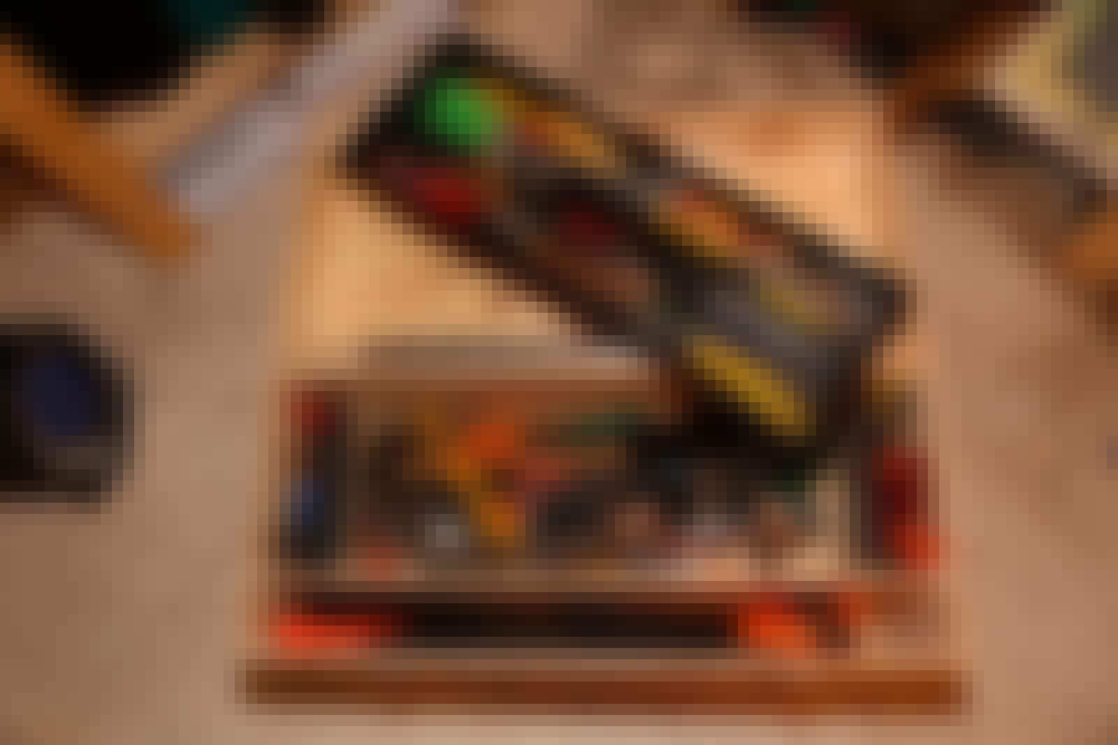Værktøjskasse træ: Værktøjskassen i træ er stor og rummelig og med plads til det meste.