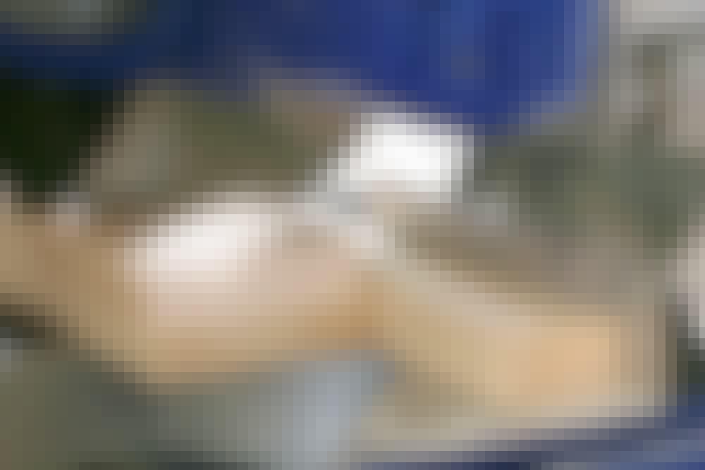 Kap geringssav: For at klingen skal skære helt ud til kanten, er det nødvendigt at bruge en offerpind