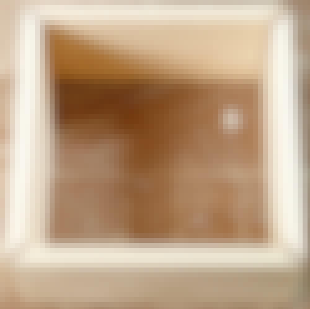 Kap geringssav: Sæt siderne på kassen sammen. Hvert hjørne skal danne en vinkel på præcis 90 grader