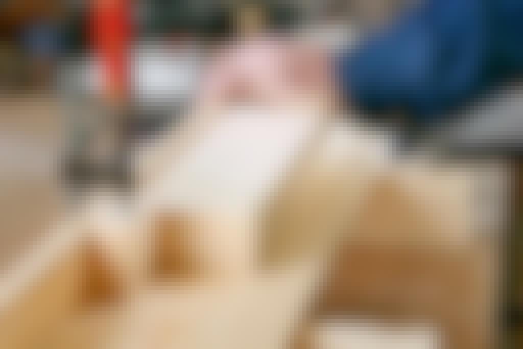 JIIRISIRKKELI: RAKENNA SIRKKELILLE PITKÄ TYÖPÖYTÄ