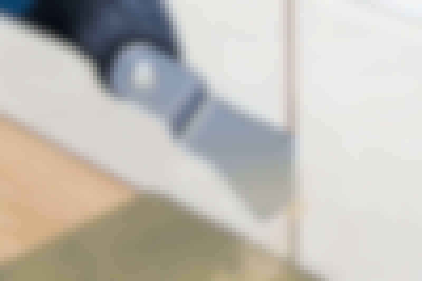 Monitoimityökalu: Suojaa huolellisesti: Peitä lattia, jotta multicutteri ei naarmuta pintaa