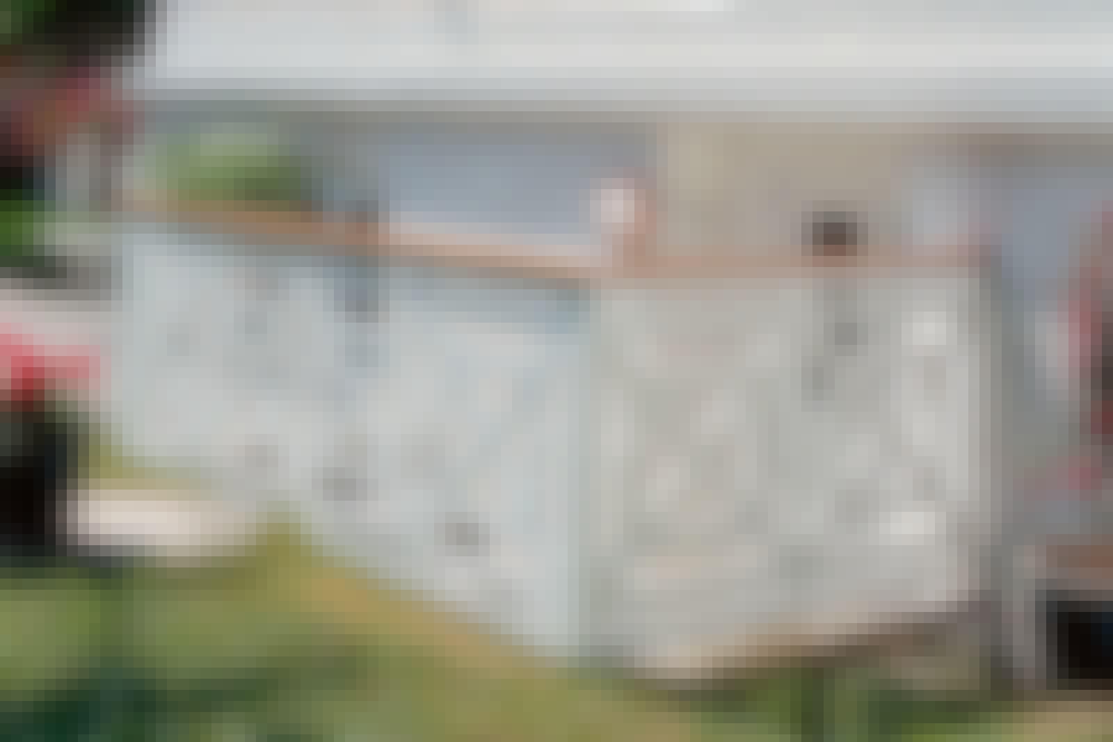 Rekkverk: Et rekkverk med listemønster og pene sammenføyninger er en fryd for øyet