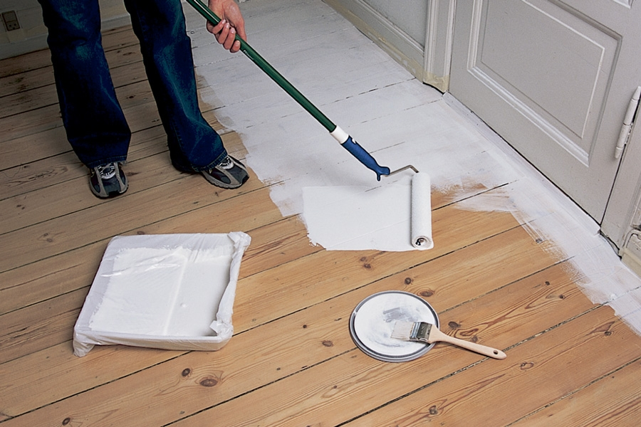 Det er best å male når det er kaldt ute, og kunstig oppvarming inne. Maler du i februar/mars, minsker sjansen for krympesprekker. Her får du maletipsene du trenger.