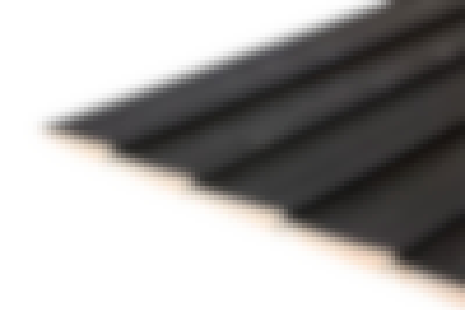 Limilaudoitus ulkoverhouslaudoista: Näissä vinovuorilaudoissa on pontit. Kapea yläreuna sopii seuraavan laudan alareunaan.