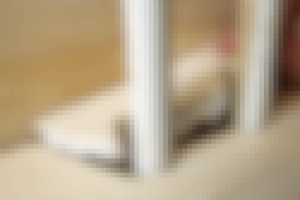 """Samling med """"kile"""" i gulvbræt: Sæt kilen på plads med rigelig hvid snedkerlim"""