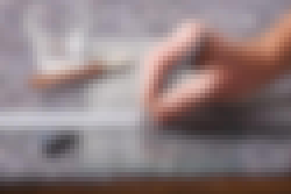 Skær i glas: Snittet tegnes op på glasset med en sprittusch