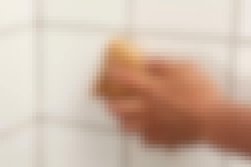 Foga kakel: När fogarna på hela ytan är färdiga, tvättas hela ytan av med en ren och hårt urvriden svamp eller en skumgummibräda.