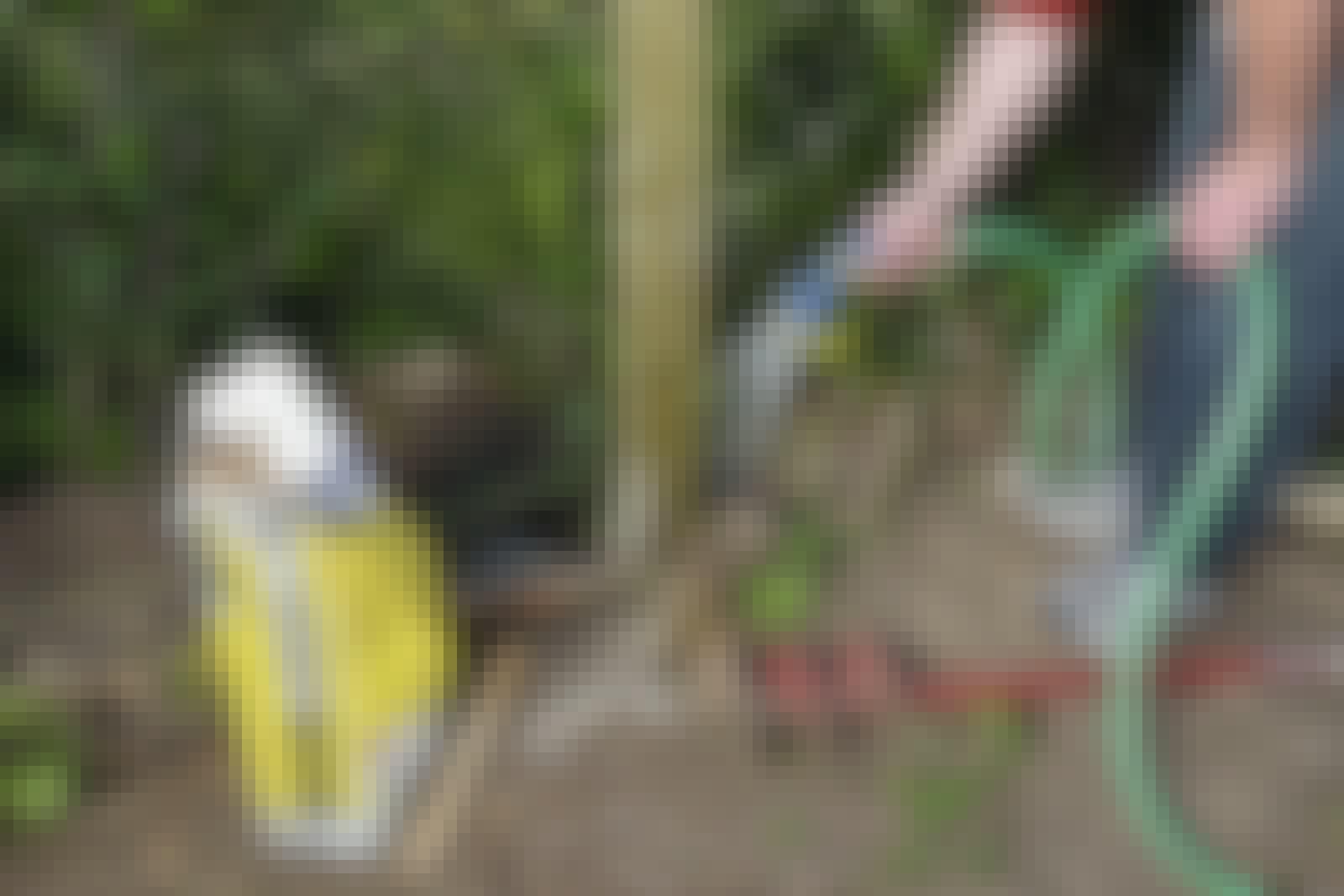 Stolpebeton: Stolpebeton er færdigblandet og skal blot tilsættes en smule vand.