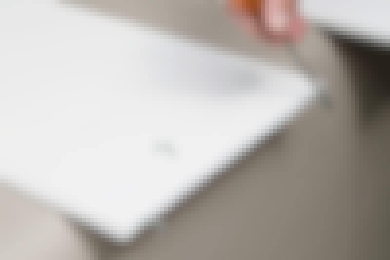 Sprøjtemaling: Hvis du hænger emnet op i et par kroge, er det nemt at male alle flader på en gang.