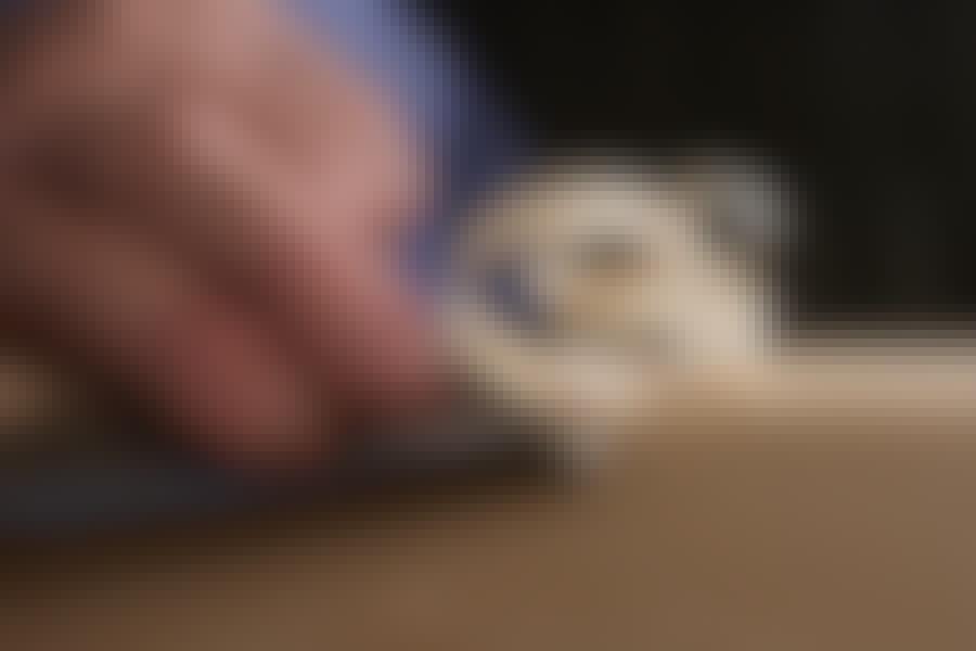 Stämjärn: Ett vasst stämjärn kan skära av träfibrerna snyggt.