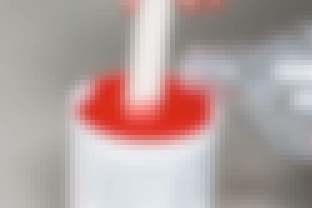 Ruiskumaalaus - Ohenna maalia: Peittävää maalia pitää lähes aina ohentaa.
