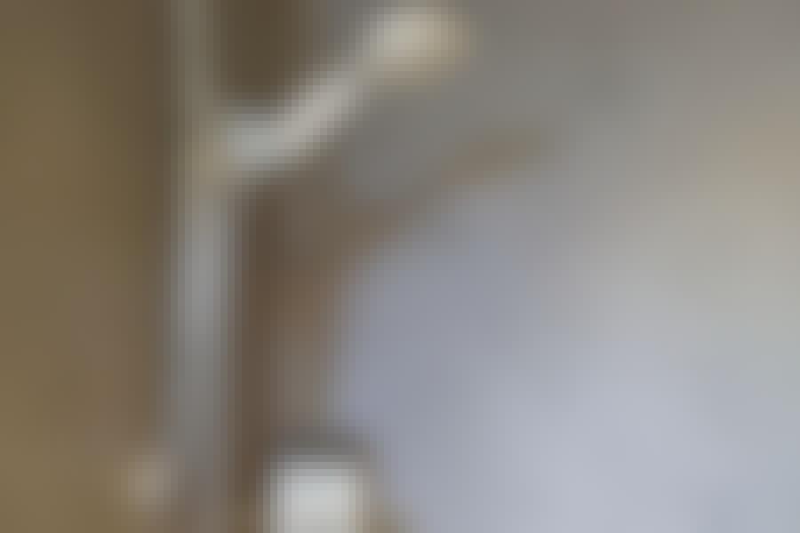 Med et tyndt lag Conteco på de eksisterende fliser fremstår brusenichen stilren og moderne.