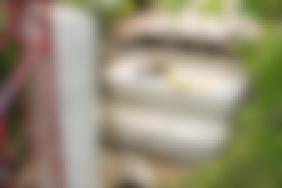 150 kiloa painavat porraskivet voi siirtää perille asti tukevalla nokkakärryllä.