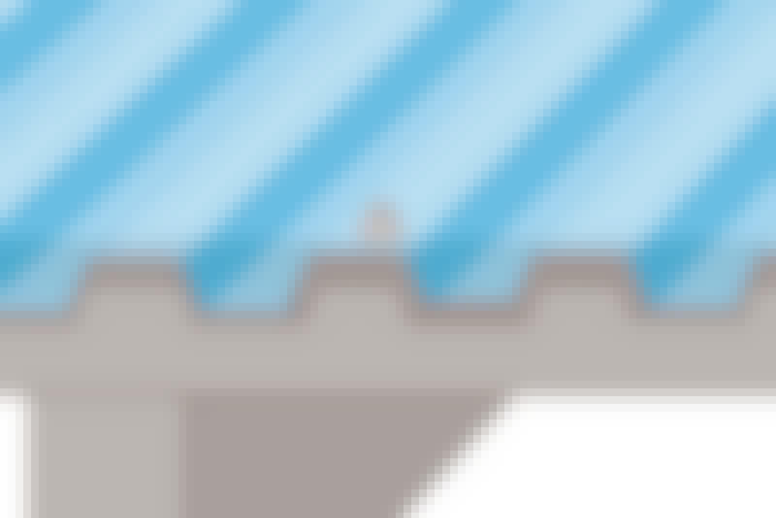 Trapesplater skal alltid skjøtes med en overlapp. Normalt to bølgetopper og en bølgedal som vist her.