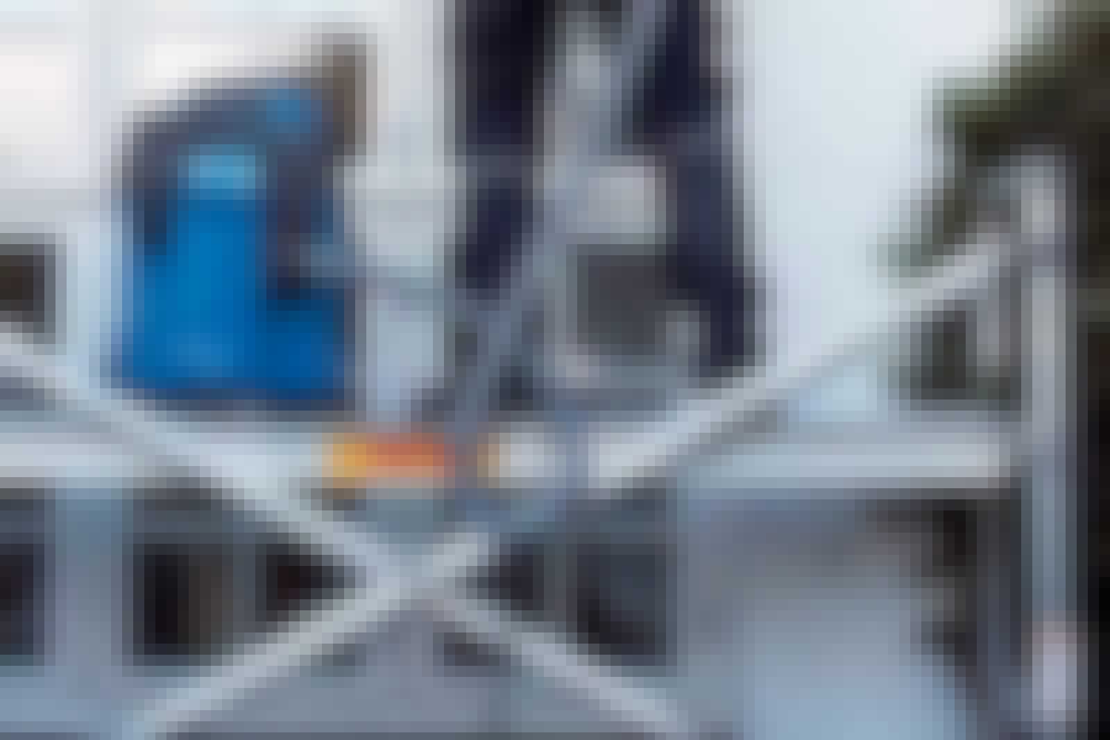 Støvet fra murværk kvæler lynhurtigt enhver støvsuger fra husholdningen permanent. Vil du ikke købe straks, så lej en industristøvsuger. Den klarer både støv og store spåner.
