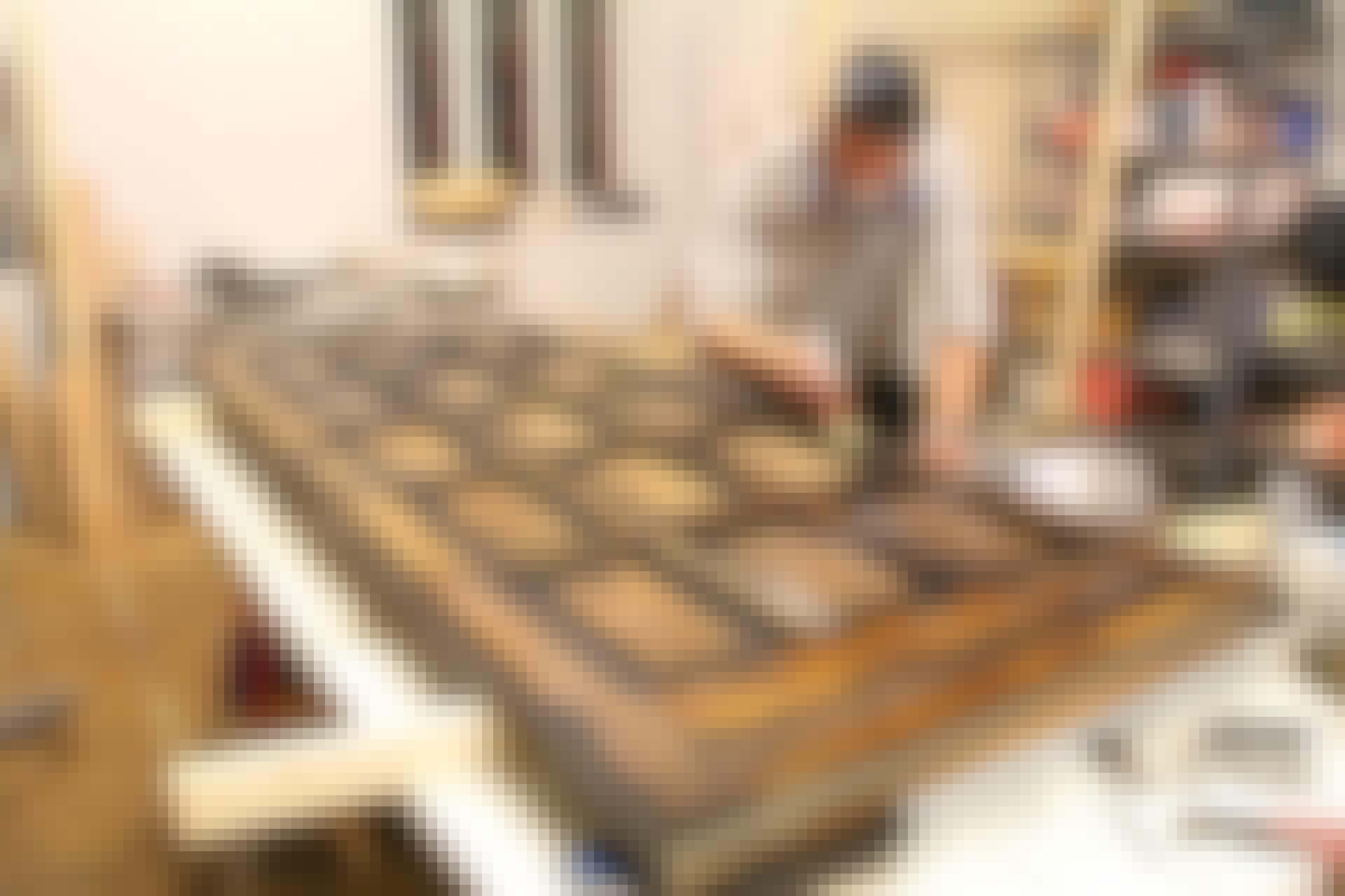 Ovi maalataan pohjamaalilla ennen pintamaalin levittä.