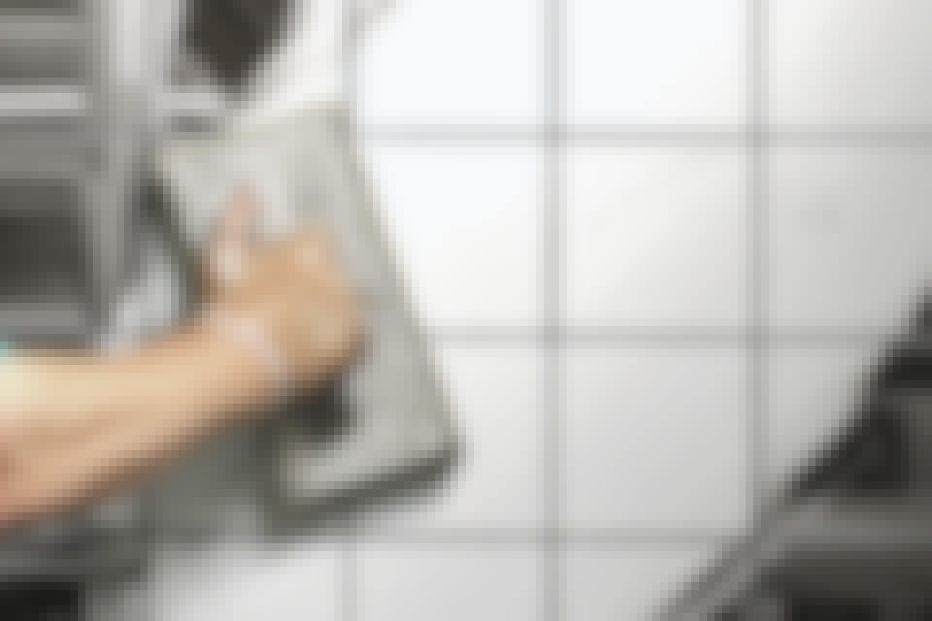 Saumalaasti: Oikeilla työkaluilla ja tekniikalla laastisaumoista tulee todella tyylikkäät.