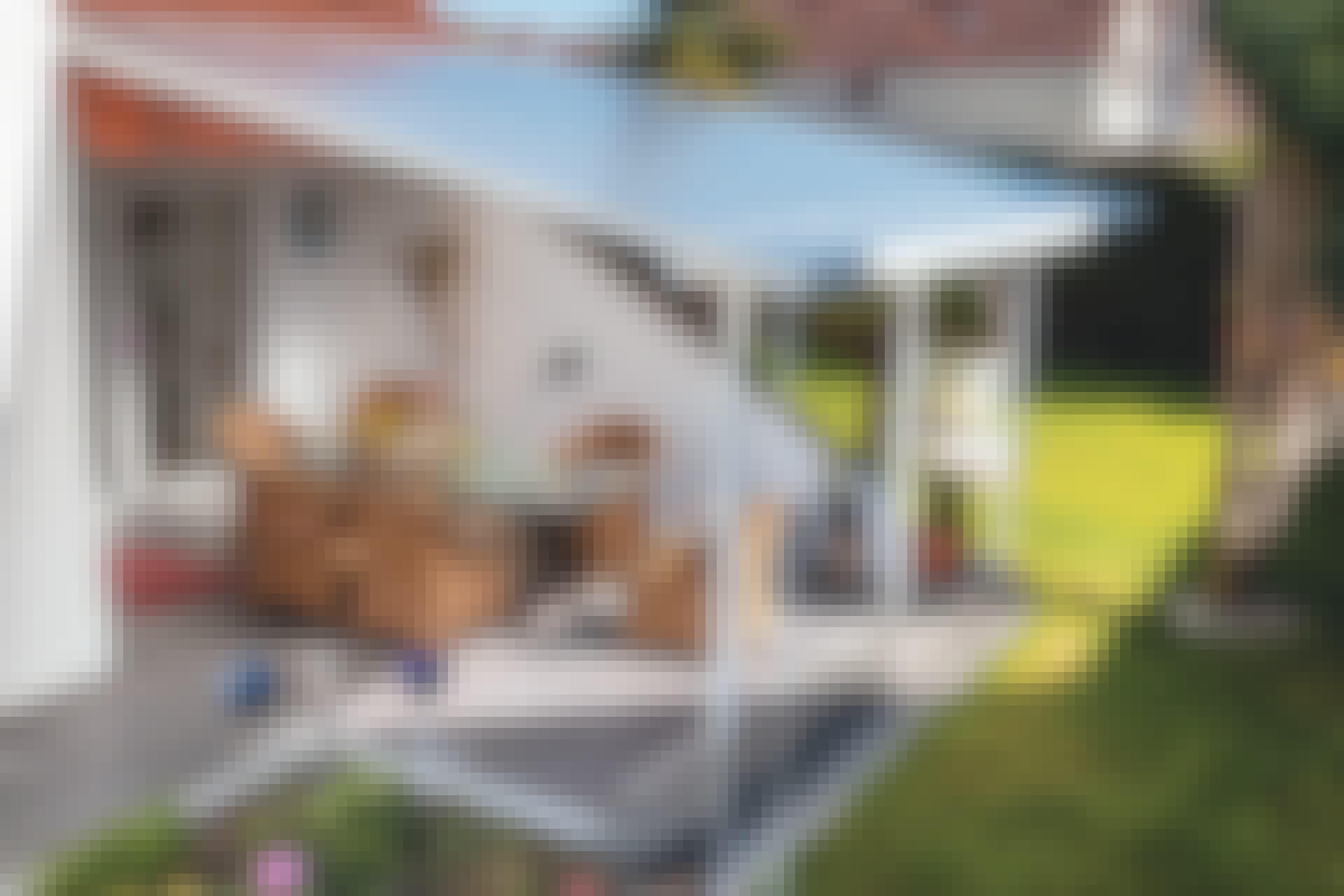 De smarte beslagene løser det evinnelige problemet med for lav høyde på overbygde terrasser.