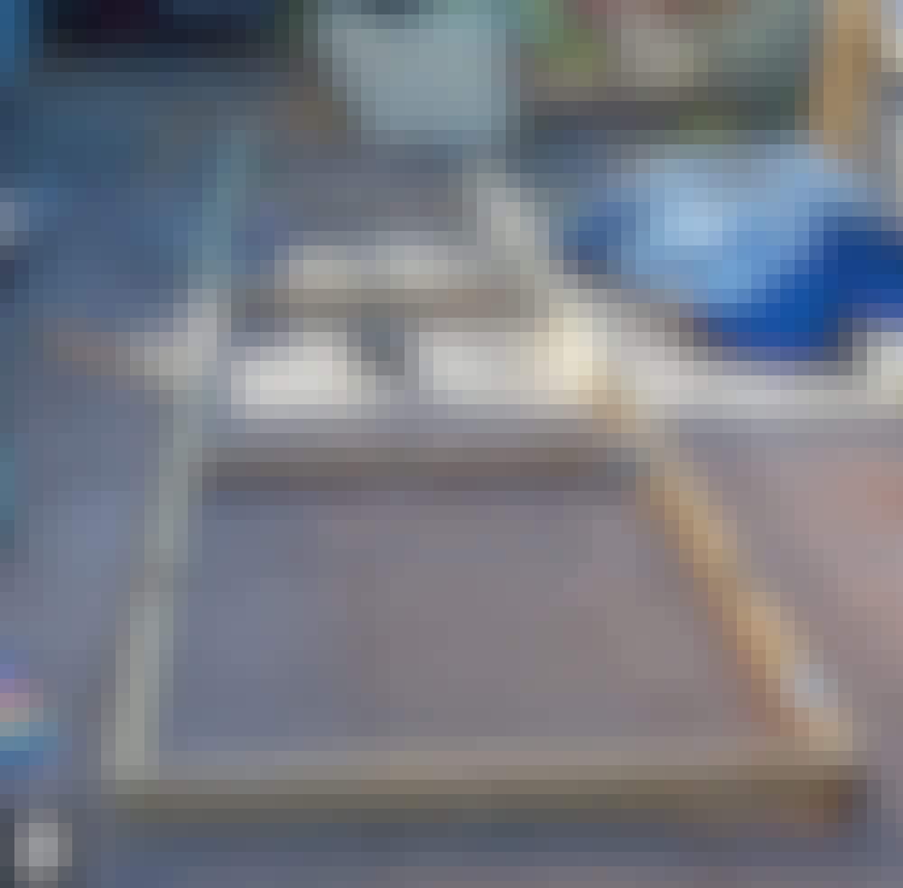 Skyveport: Siste stender (E) monteres.