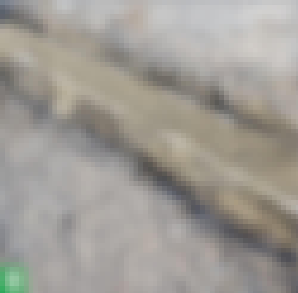 Liukuportti: Täytä kouru kokonaan ja tiivistä betoni.