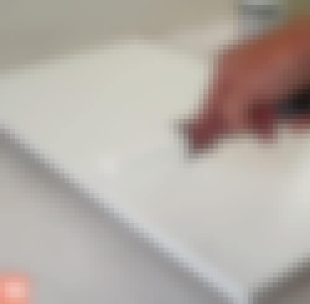 Male kjøkkenfronter: Gjenta både male- og slipearbeidet.
