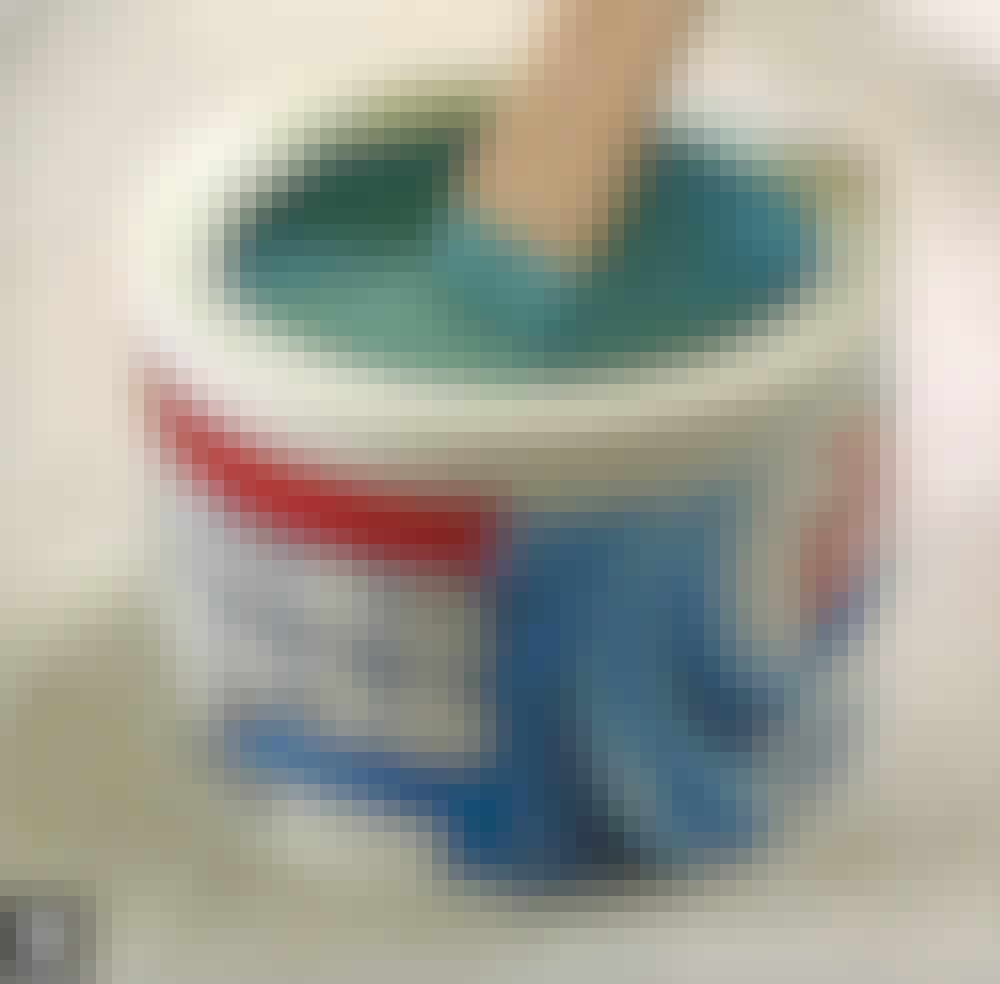 Male kjøkkenfronter: Den ferdige malingen skal passe til grunningen (både merke og type, hvis mulig).