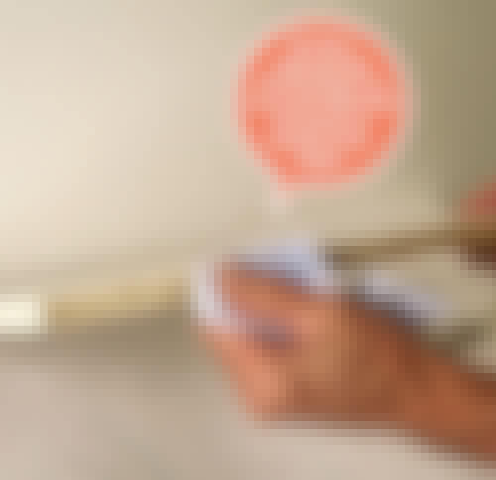 Måla köksluckor själv: Kontrollera alla kanter.