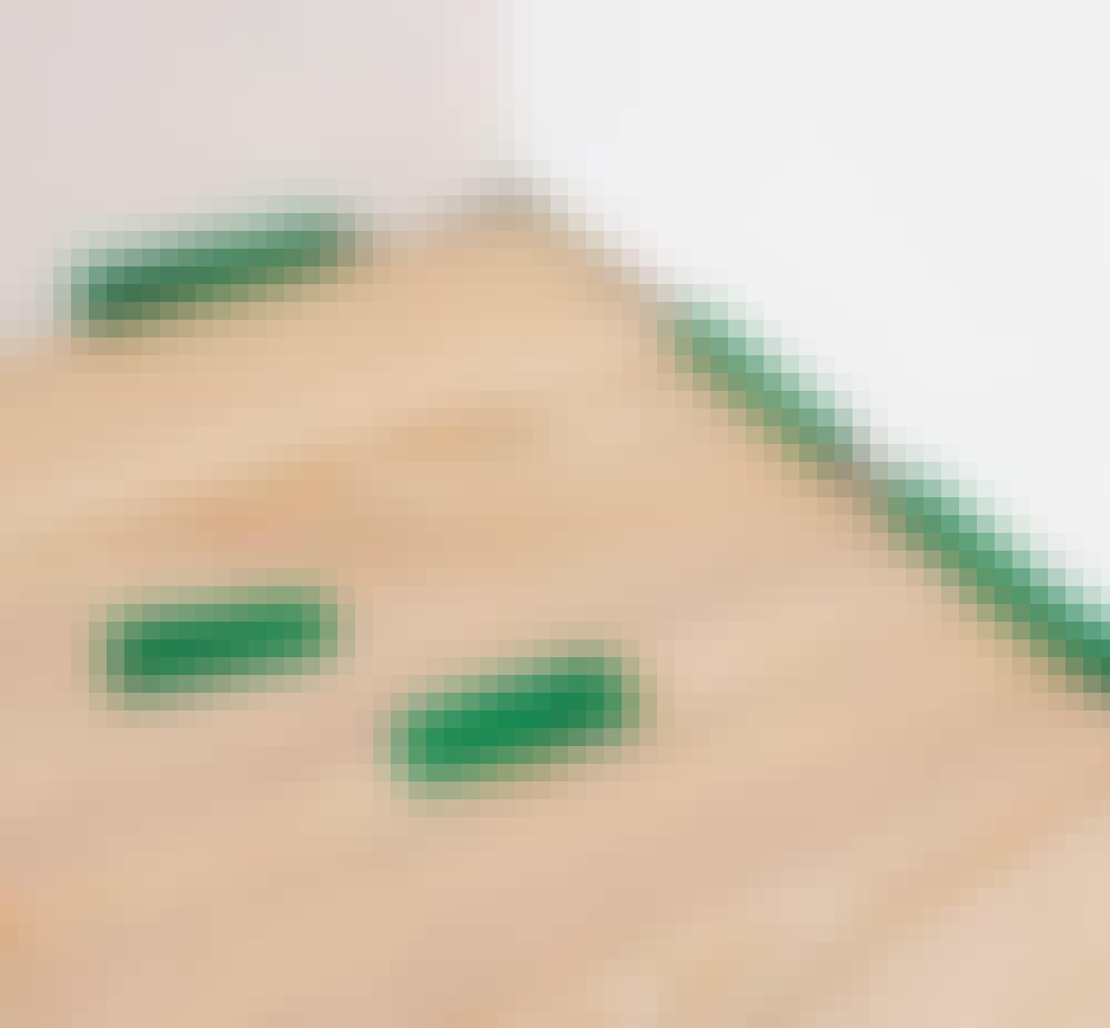 Gulvvarme trægulv: Hold en afstand på 10 mm til væggen og andre faste genstande.