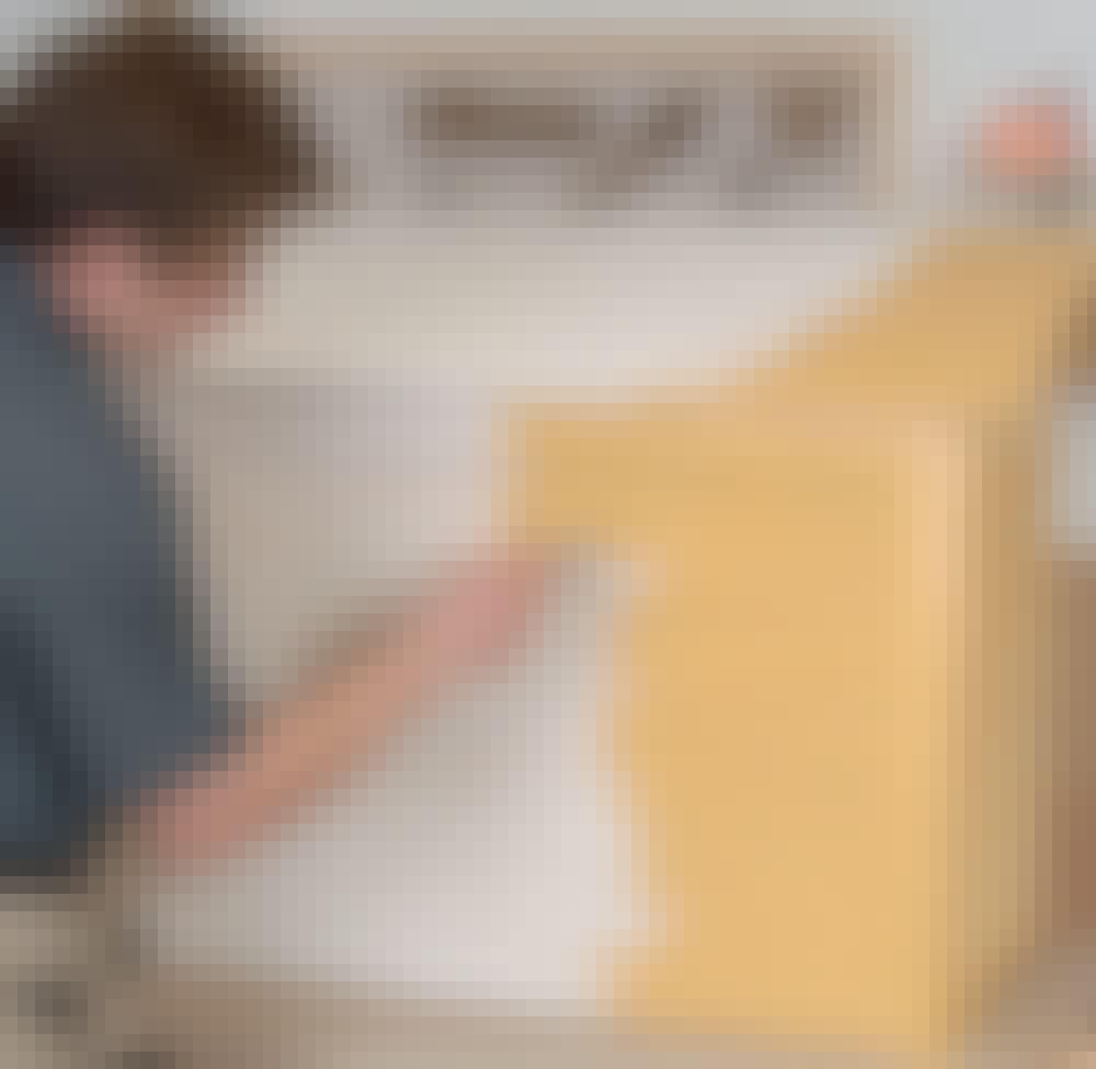 Lämpöpumpun suoja: Pohjamaalin päälle sivellään öljymaali.