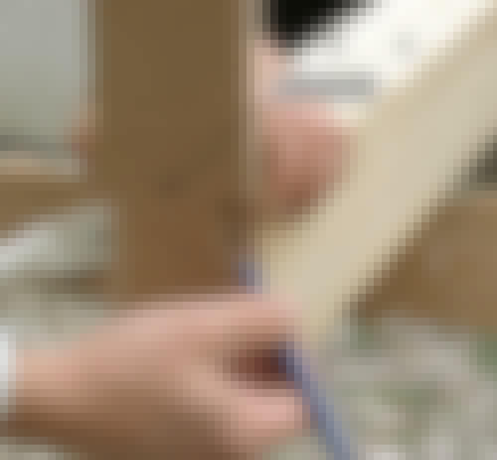 Glastag: En skabelon gør det lettere at strege tapsamlingens form ens op på begge emner.