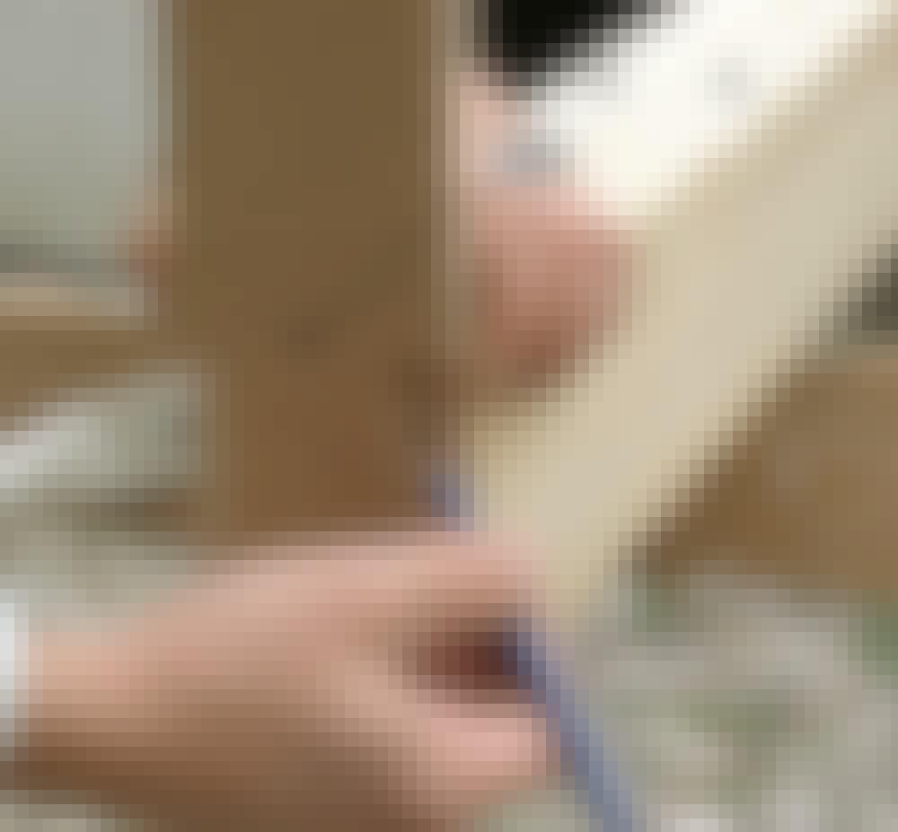 Glasstak: En mal gjør det lettere å streke opp formen på tappsammenføyningen likt på begge endene.