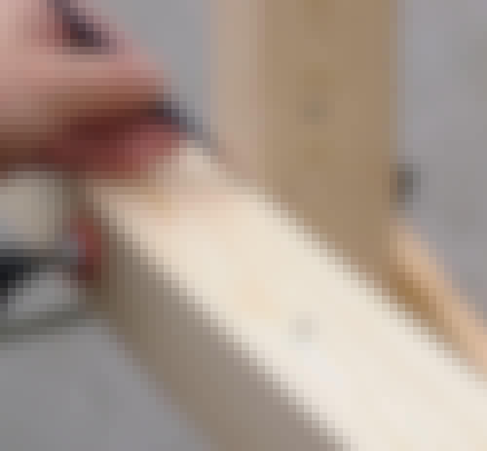 Glasstak: Buen justeres på plass og holdes fast, og så kan du merke opp til tappene helt nøyaktig.