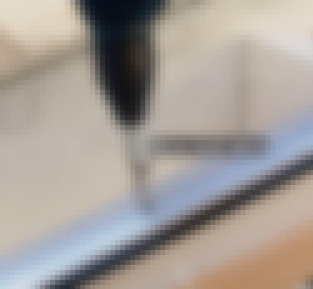 Glasstak: Skruene spenner du så hardt at profilet trykkes litt flatere, men uten at det får buler.