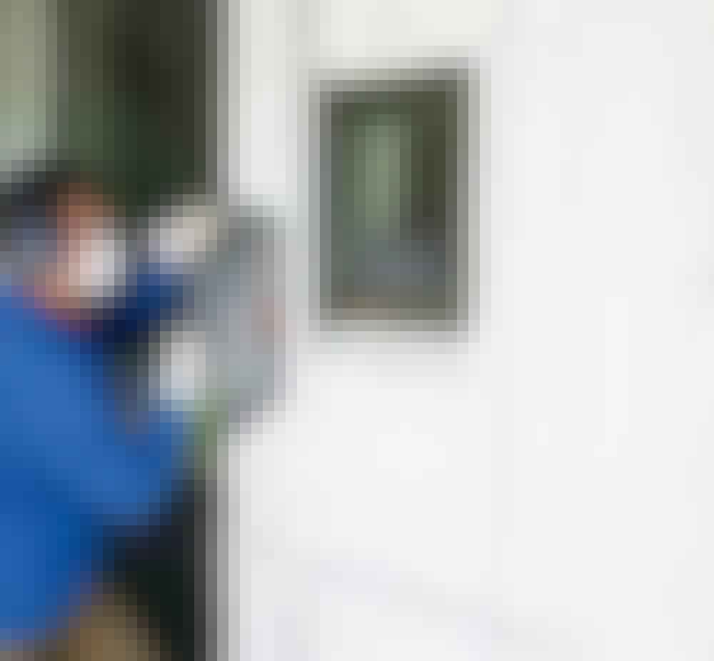 Utvendig isolering: Nye vindushull og tilsvarende endringer skjæres til.