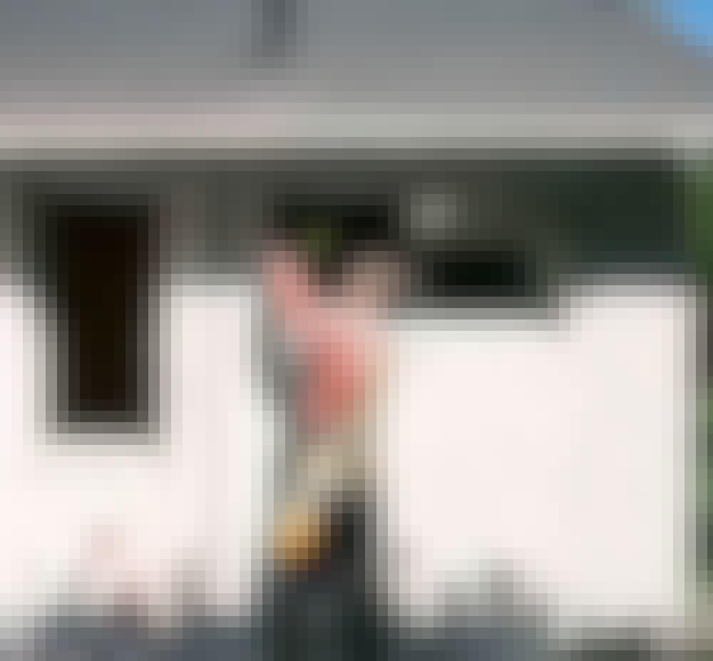 Utvendig isolering: I overkanten og sidene av vinduer og dører skjæres enda et spor