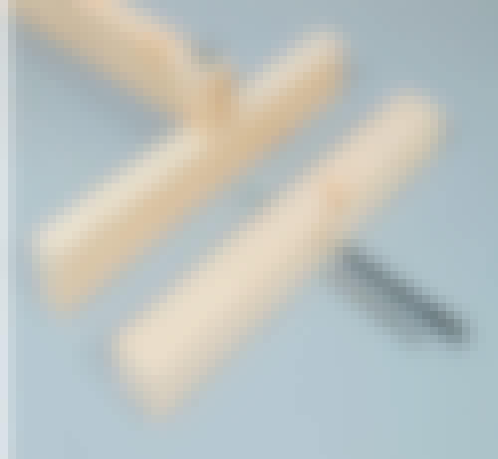 Gipsheis: Bor 8,5 mm hull 2 cm fra enden på lekten, og midt i de 50 cm lange holderne.