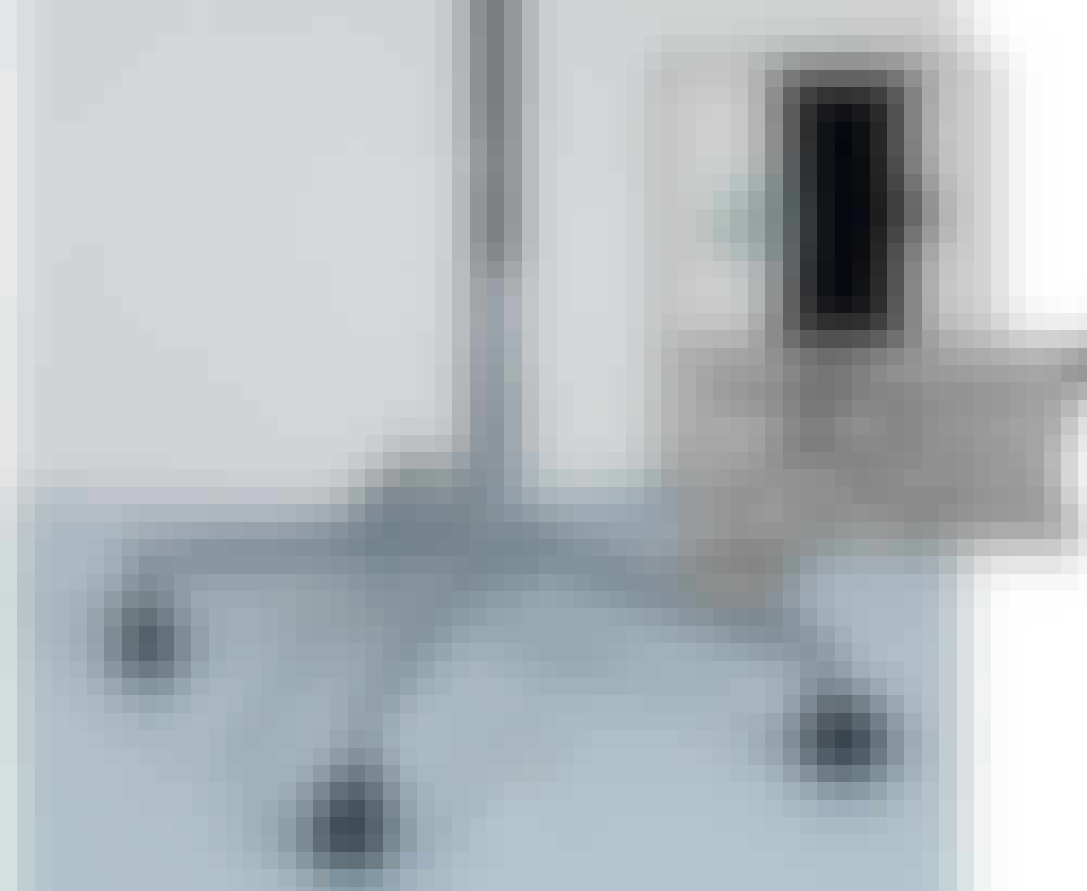 Skivlyft Gipslyft: Dammsugarröret kan precis tryckas ner i hålet i underredet.