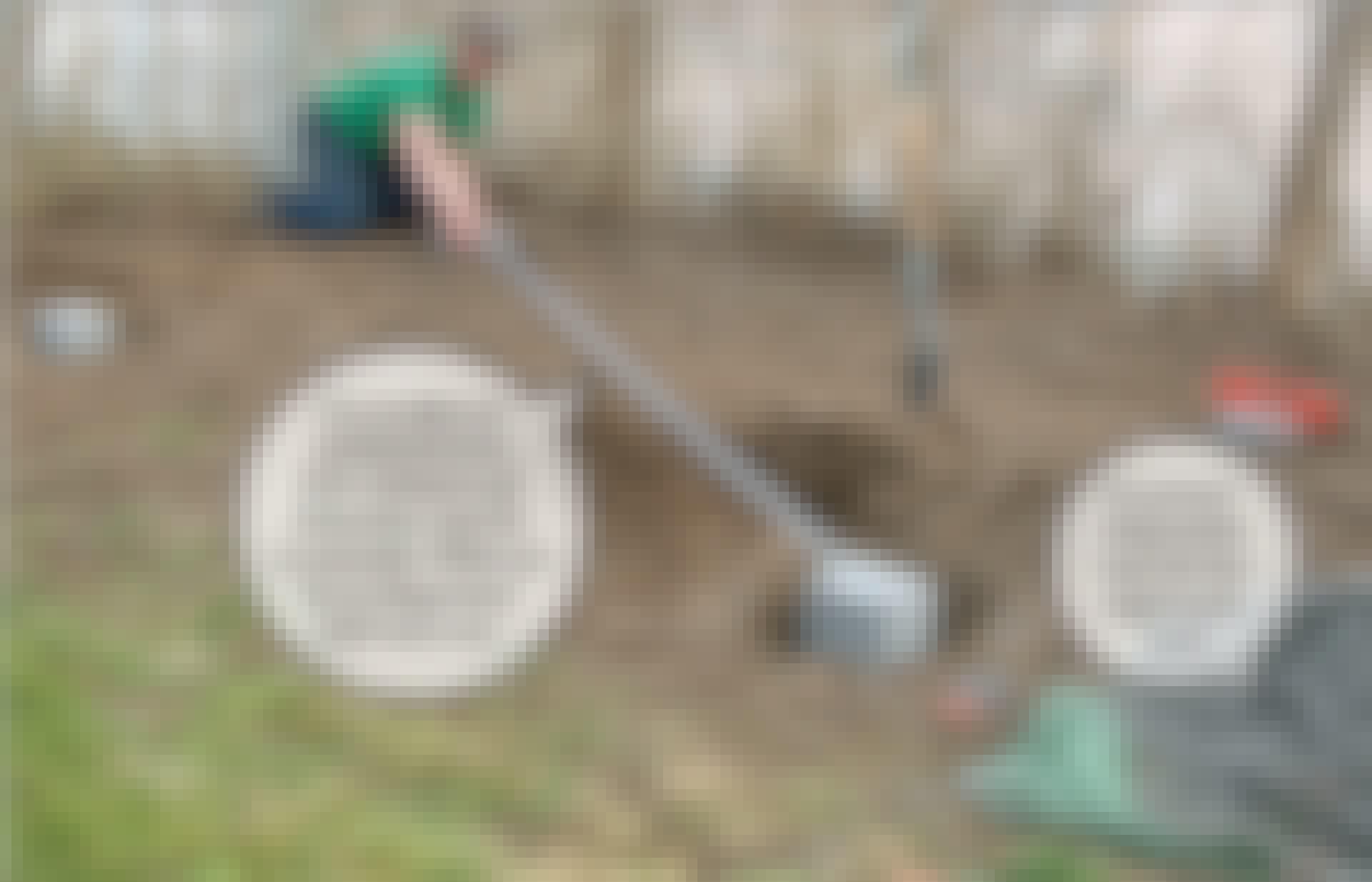 Kompostbeholder: Stolpestenene er en nem måde at lave fundamenter til dine stolper.