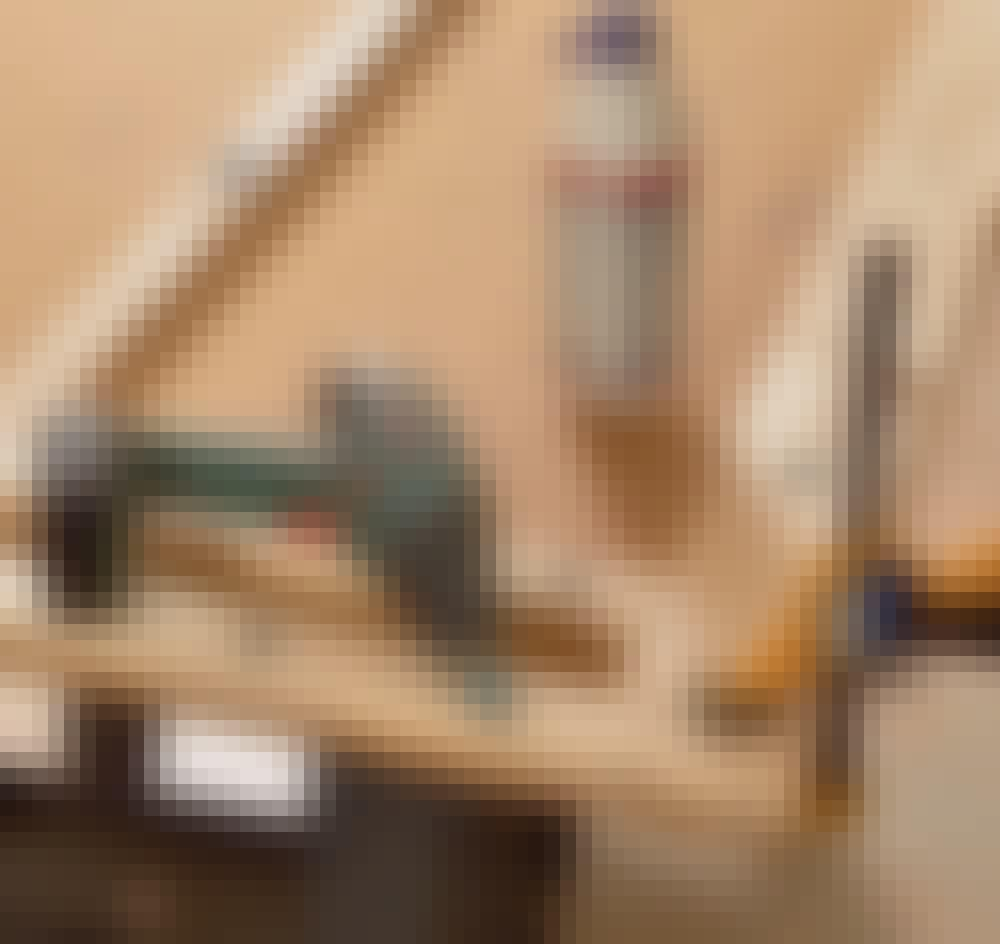 Elementskydd: Limma och skruva ihop listerna med 5 x 100 mm skruvar.