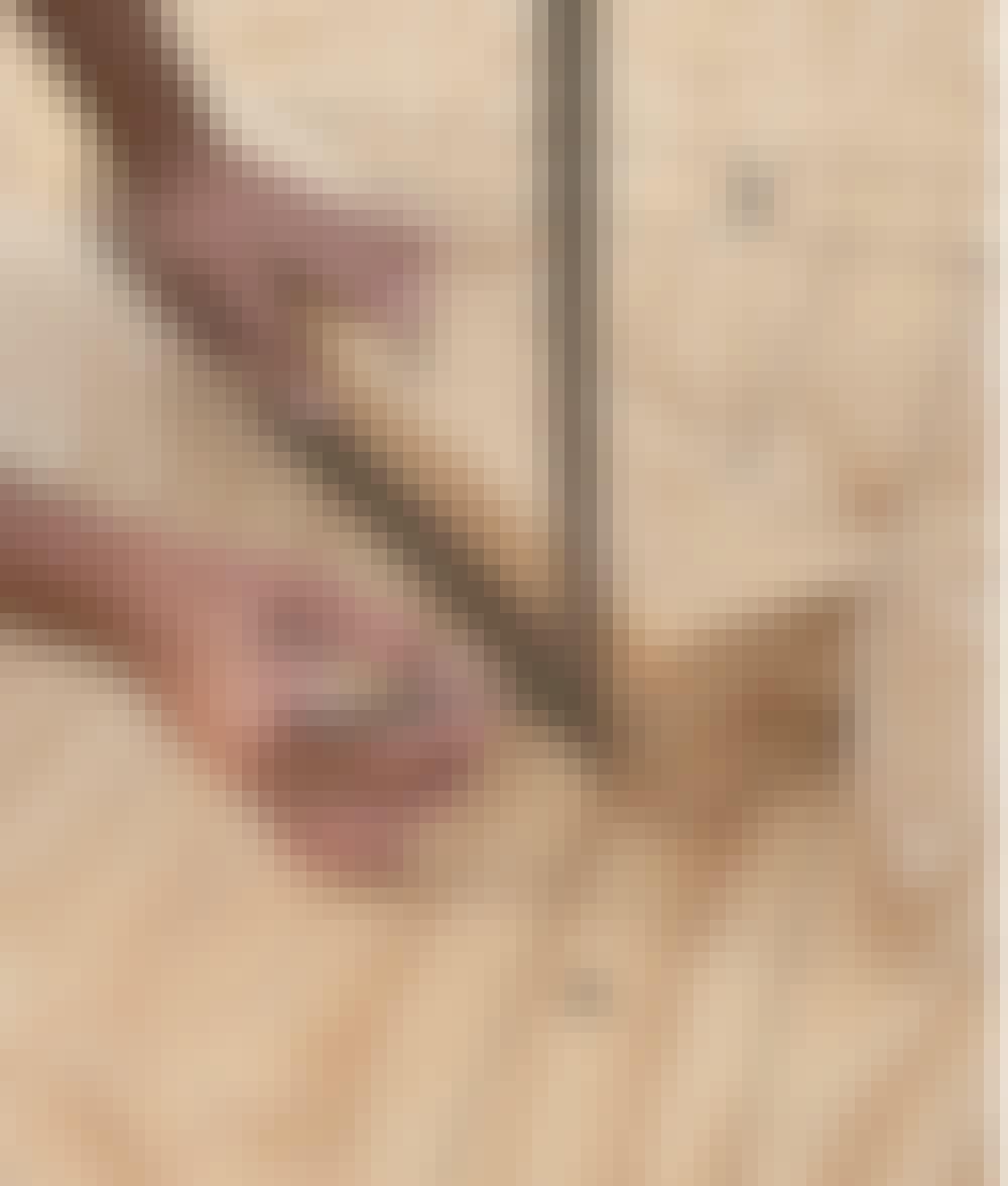 Seilduk: Legg en skråstiver (C) på malen, og tegn opp hvor den skal kappes av skrått i begge ender.