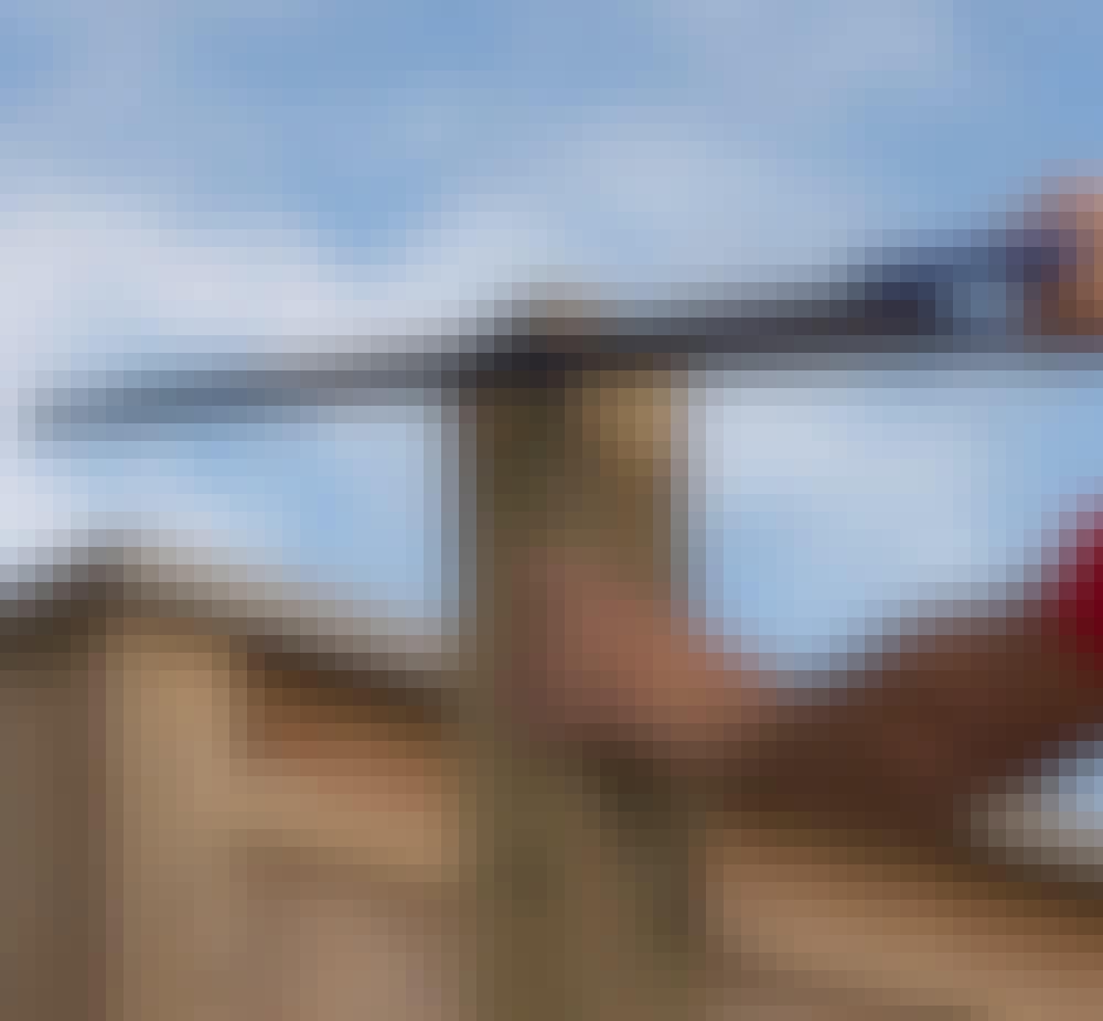 Støjhegn: Sav stolperne (A) til foroven efter de streger, du har tegnet op.