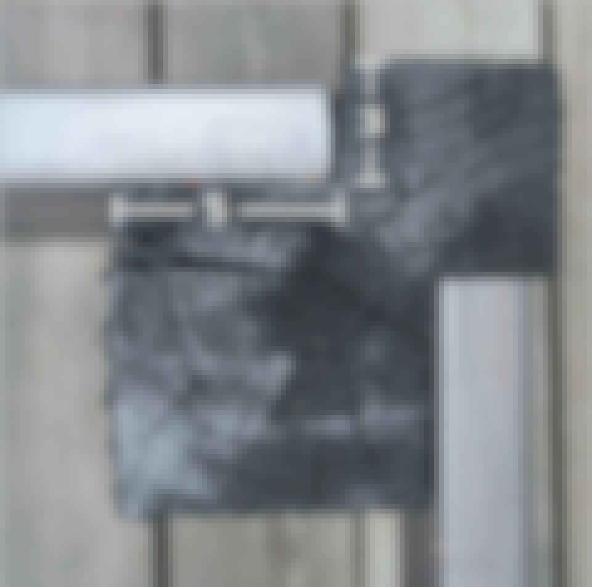 Hjemmelaget putekasse: Ved å skjære inn 3 cm i den ene langsiden, og 5 cm i den andre, skaper vi et elegant og solid hjørne.