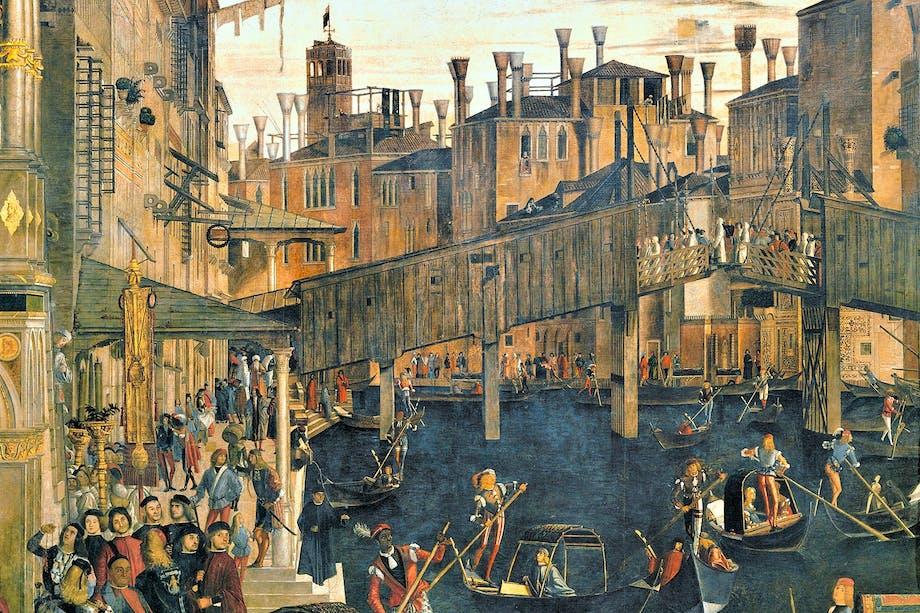 Vy över Venedig från medeltiden med gondoler på kanalerna och broar av trä.
