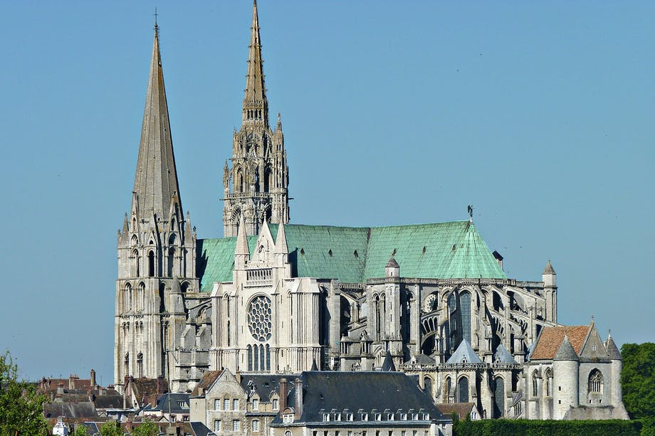 Den gotiska katedralen Notre-Dame des Chartres. Översiktsbild.