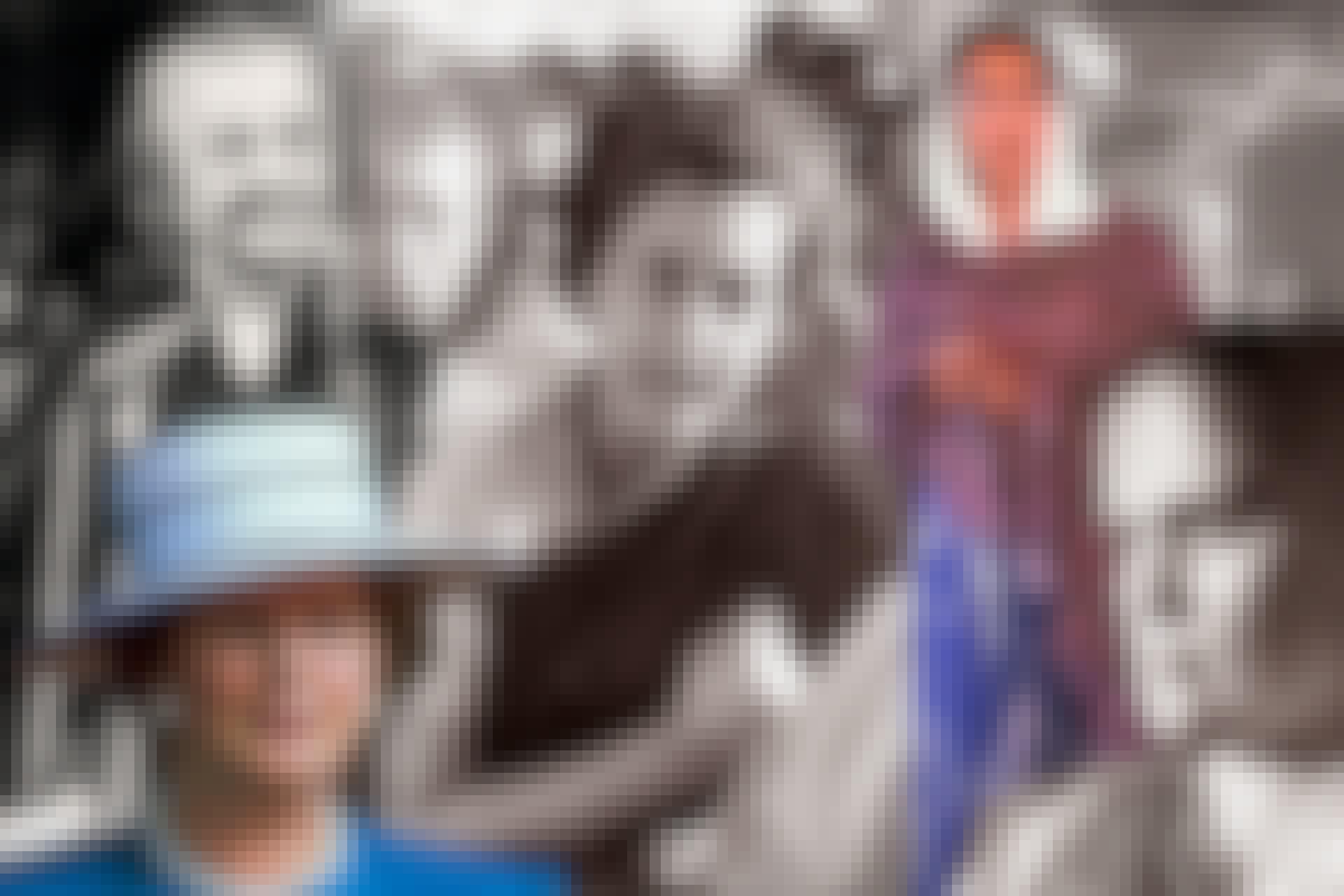 Collage med Golda Meir, Margaret Thatcher, Indira Gandhi, Benazir Bhutto och Sirimavo Bandaranaike, alla kvinnor som varit regeringschefer.