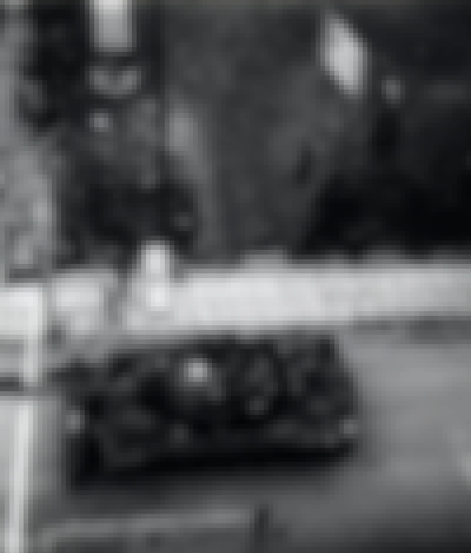 Panssarivaunu Checkpoint Charlien raja-asemalla.