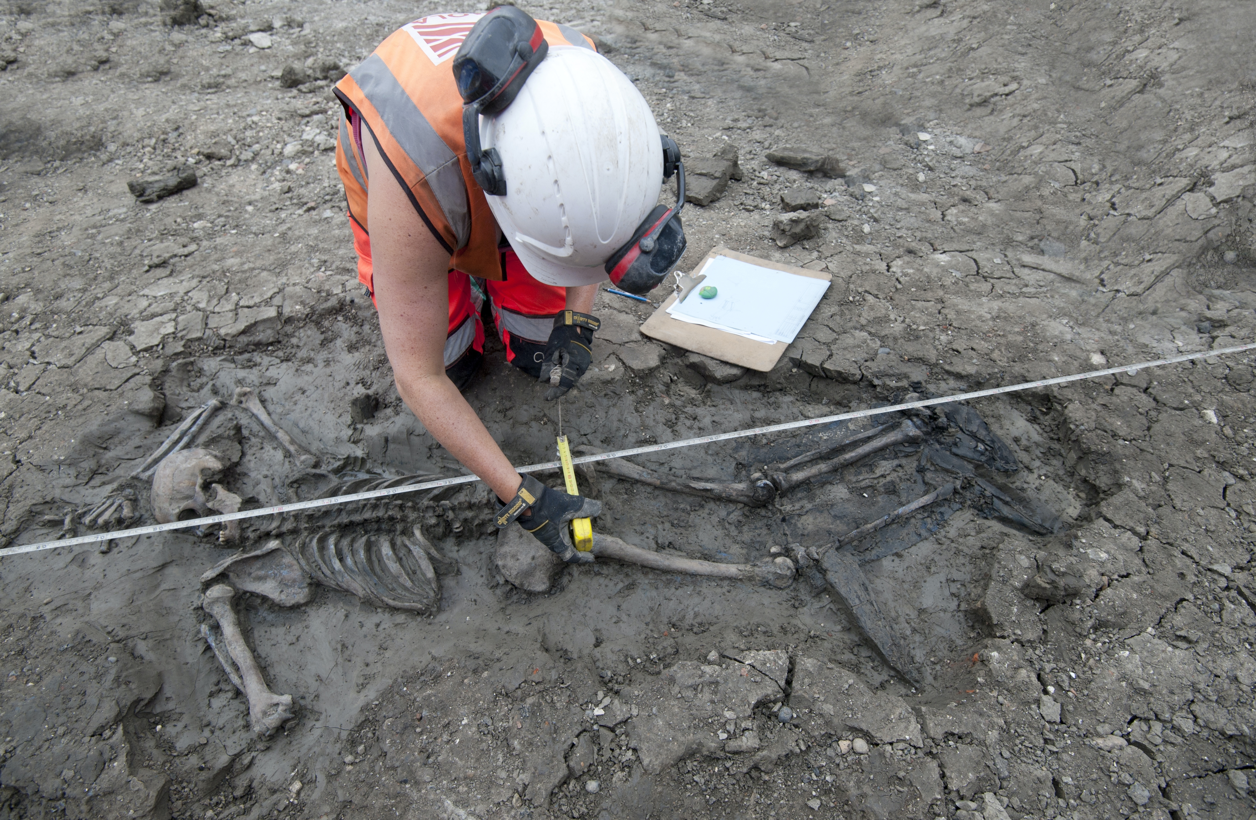 Mystisk! 500 år gammelt skelet fundet med sjældne støvler på