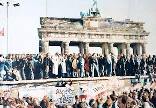 Berliinin muuri Brandenburgin portin edessä